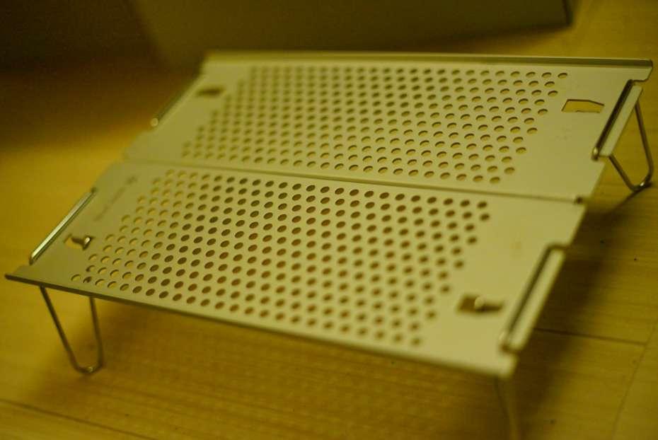 オゼンライト 組み立て方 難しい フィールドホッパー 簡単 Snowpeak SOTO 軽量テーブル 登山 天板の穴あき パンチング ポップアップ コンパクト