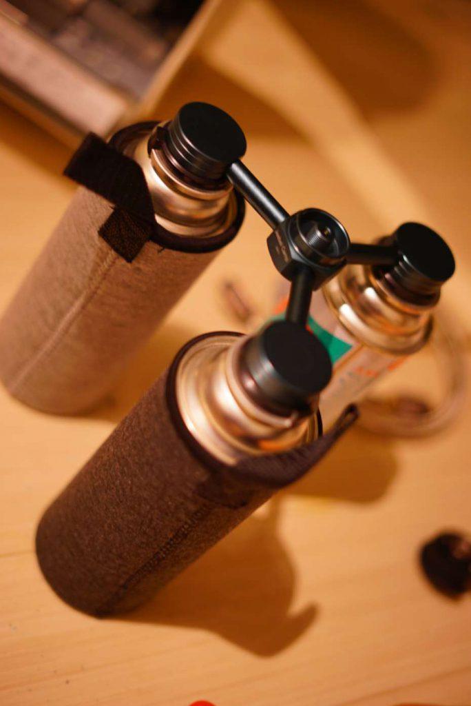 カセットガスアダプター IWATANI イワタニ ファンヒーター 風暖 長時間使用可能 アダプター カリフォルニアパティオ cb缶ホース カセットコンロ 延長ホース シングルバーナー 延長ホース cb缶連結