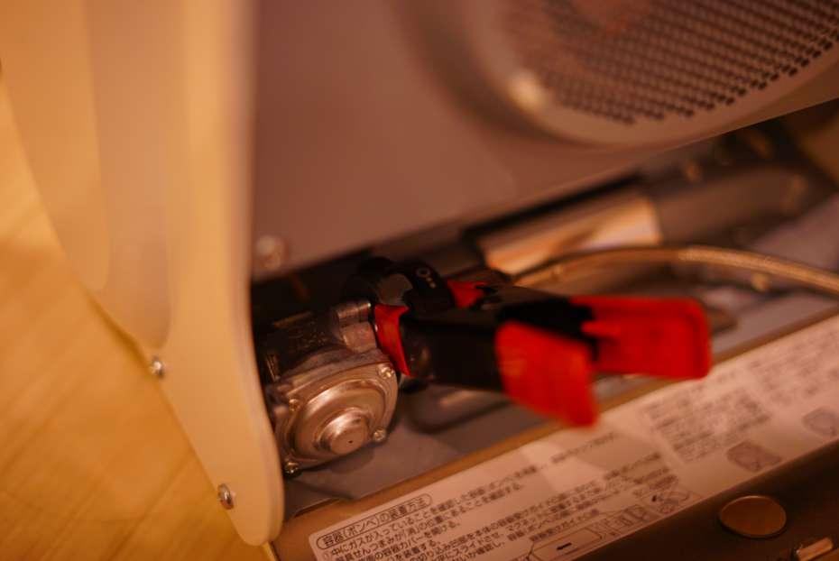 カセットガスアダプター IWATANI イワタニ ファンヒーター 風暖 長時間使用可能 クリップクランプ cb缶ホース カセットコンロ 延長ホース シングルバーナー 延長ホース cb缶連結