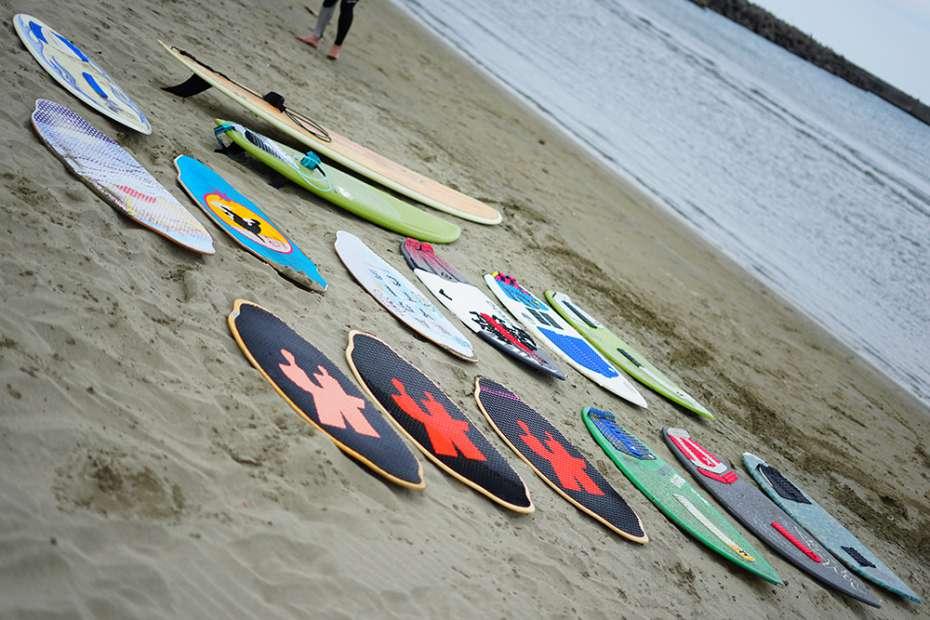 サーフィンみたい 波打ち際 浜辺でサーフィン スポーツ スキムボードとは スキムガール サーフガール スノーボード オフトレ ボード