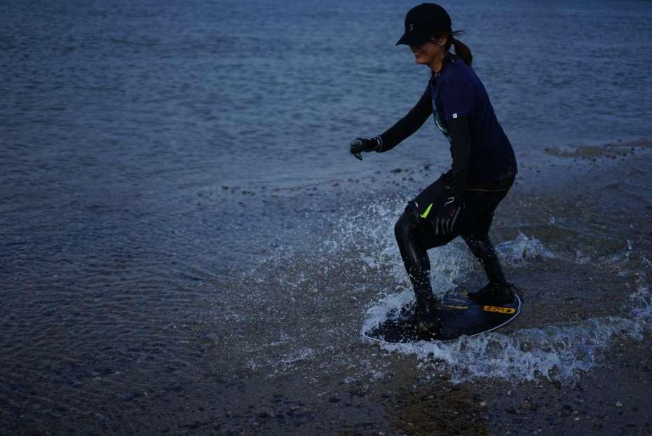 フラットスキムボードとは 大和川 OSAKA 河 川遊び DB KAYOTICS SKIMBOARDS スノーボード オフトレ 大阪
