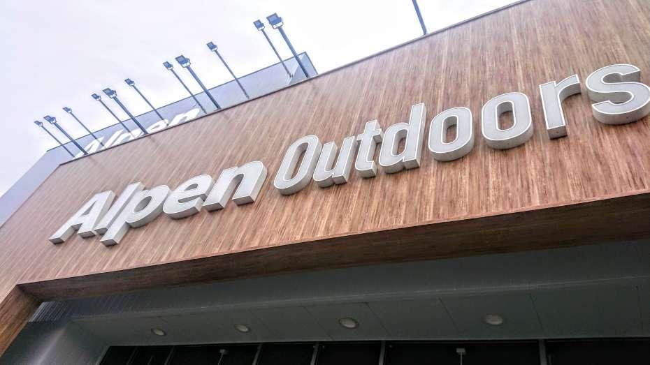 Alpen Outdoors アルペンアウトドアーズ 宇多津 香川 四国 キャンプ Coleman Snowpeak Logos