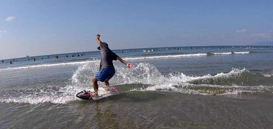 スキムボード skimboard surfin skim beach スキムボードとは ターン やり方 HOW TO ラップ ライナー フロントサイド バックサイド