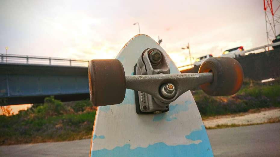 カーバースケートボード carver skateboard グラビティ gravity ヤウサーフ yowsurf スラスターシステム サーフィン スキムボード スノーボード オフトレ 陸トレ